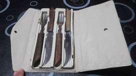 Antiguo Juego de 2 Cuchillos y 2 Tenedores.