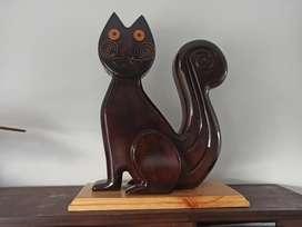 El gato del rio en madera