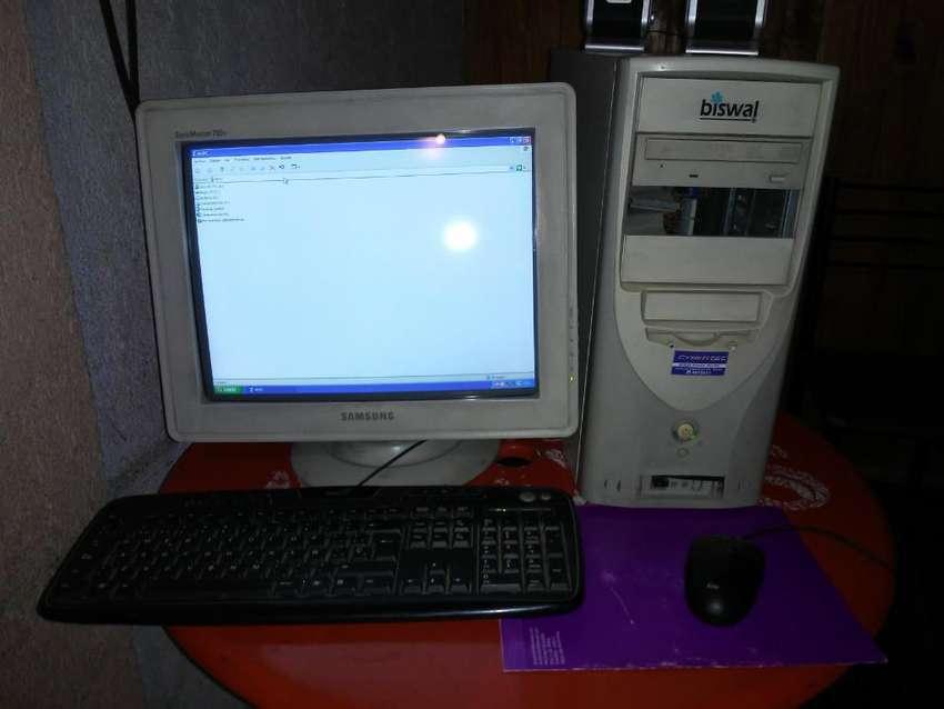 Compu con Adaptador para Internet Wifi 0