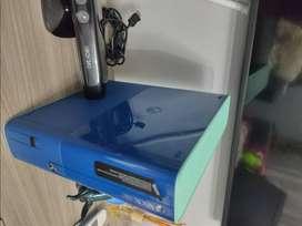 XBox 360 Special Edition Blue Artic Call of Duty ,incluye Kinect ,Base Disney Infinity y 5 figuras de juego