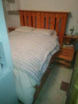 Juego de dormitorio completo todo realizado en Pallets incluye cabecera y dos mesas de luz