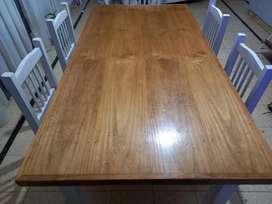 Mesa de pino laqueada