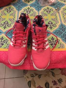 Vendo zapatillas Addidas num 40 Rosa nuevas