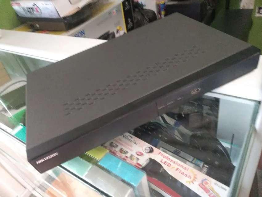 DVR Hikvision 24 canales + Disco duro 3TB