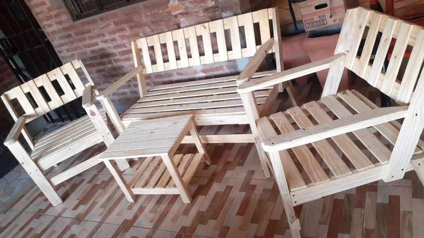 >>Juego de sillones de madera<< 0