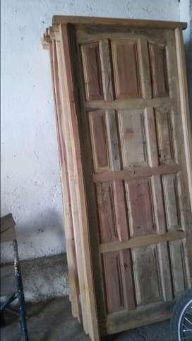Puerta Nueva de madera