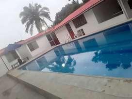 Villa Playera en Tonsupa con piscina