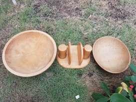 Juego de bolws  servillero y saleros. en madera de roble rustica pesada y gruesa.