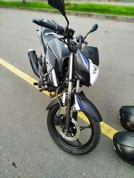 Vendo moto cr4