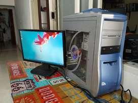 Computador de escritorio o mesa con monitor y tarjeta de video