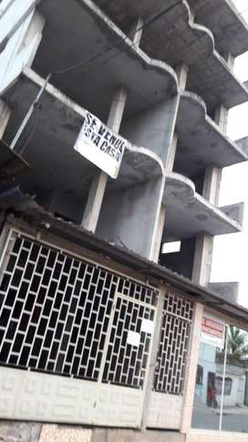 Edificio en construcción de 5 pisos con posibilidad a 6to