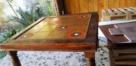Mesita antigua de  madera