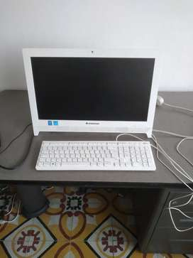 Computador de escritorio marca Lenovo