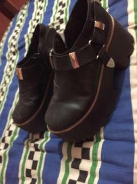 Vendo zapatos cerrados detalle a la vista