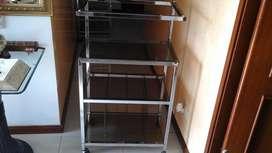Mesa en acero miltiusos compartimientos en vidrio 9070