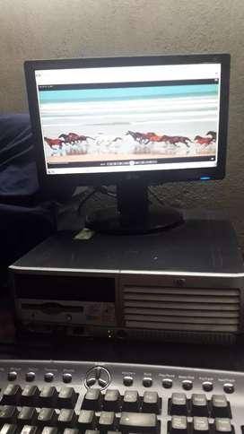 Vendo o permuto computador de escritorio