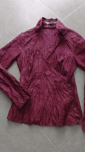Hermosa blusa en seda satinada en perfecto estado