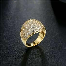 Precioso anillo chapado en oro talla 6