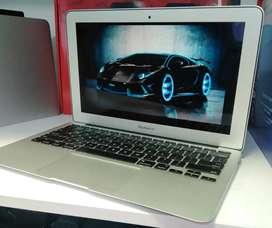 MacBook Air 11.6 Core i5 de 1.6 GHz, Memoria Ram 4gb, 128gb Ssd , 454 Ciclos Intacto Muy Bien Cuidado, Cargador Original