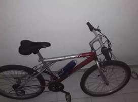 "Se vende cicla deportiva ""por motivo de viaje"""