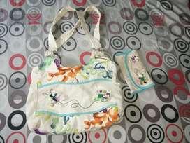 Se vende hermoso bolso con belletera hecho a mano