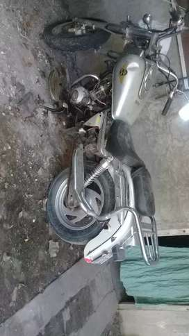 Zanella cc 150 tiene problema de electricidad vendo p permuto  le falta cariño