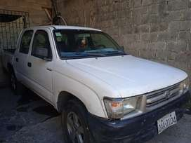 L Toyota Hilux