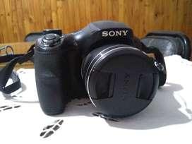 Camara SONY DSC-H300 semiprofesional. Muy poco uso.