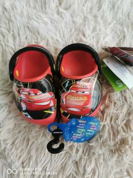 Crocs cars luces, talla 4C