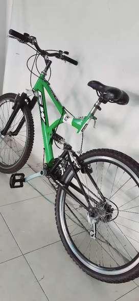 Bicicleta con Doble Amortiguacion talla M con 6  rin 26 cambios tal cual las fotos