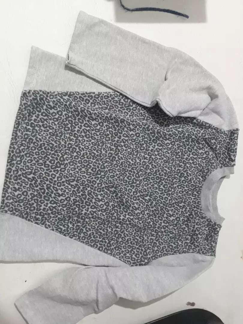 Buzo gris animal print 0
