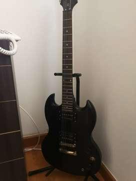 Se vende Guitarra eléctrica con bafle o sin bafle