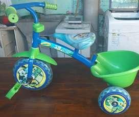 triciclo con manija para llevar
