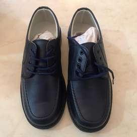 Zapatos escolares color azul NUEVOS