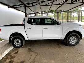 Camioneta Pick UP Nissan NP300 4X4 84 MIL KM