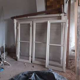 Vendo ventanas completas de cedro