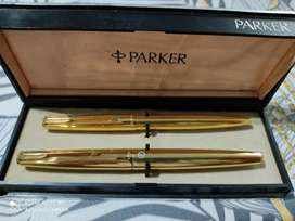 Juego Bolígrafo y pluma Parker enchapado en oro