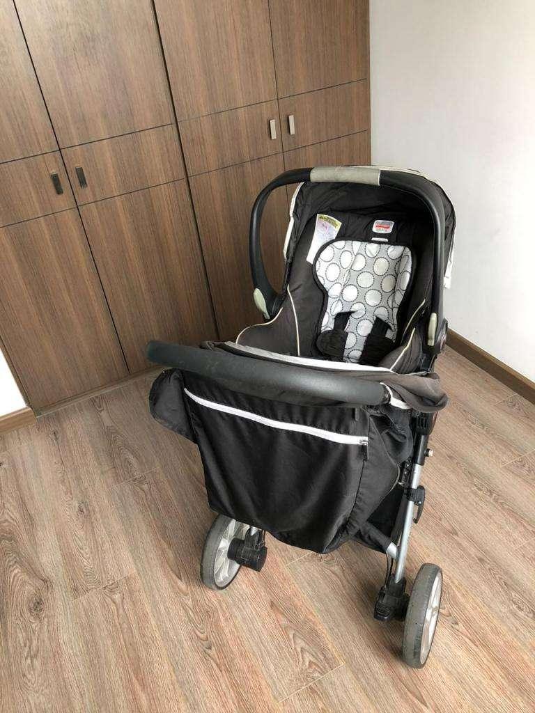 Coche Britax con silla para auto y 2 bases - Usado 0