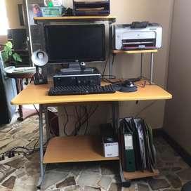 Escritorio madera y fierro para computadoras y impresora