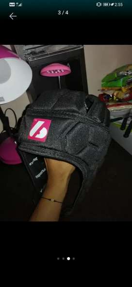 Vendo casco acolchado para entrenar deporte de contacto, fútbol, rugby, boxeo, etc