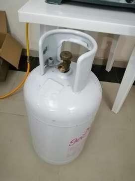 Estufa Y Pipa Llena de Gas