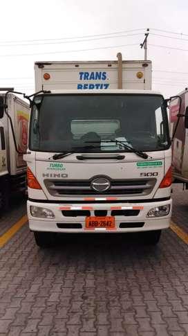 Camión tipo mula FM  Japonés placa del Azuay año 2011 furgón, 355000 km en excelente estado...