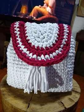 Bolsos y maletas 100% en trapillo,lana o hilo en cualquier estilo que deseen