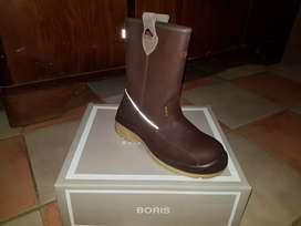 Vendo botas boris sin uso en caja