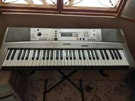 PIANO PSR E313
