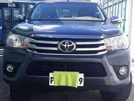 Venta de una camioneta Toyota Hilux 4X4