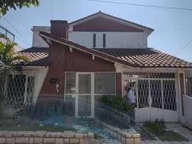 SE VENDE espectacular casa céntrica, muy buena inversión.  Ubicada en Rodríguez Peña 55, zona tranquila y residencial.