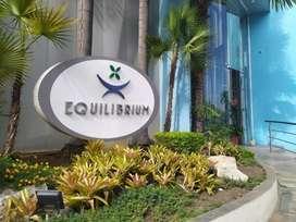 Se Vende Oficina o Local Comercial con Parqueo en Edificio Equilibrium, Norte de Guayaquil