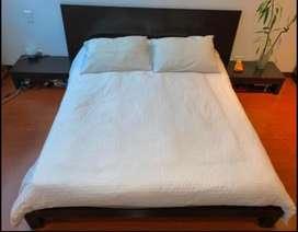 Cama 2x2 TODO incluido! ( mesas de noche, colchón, sábanas, almohada, duvet)
