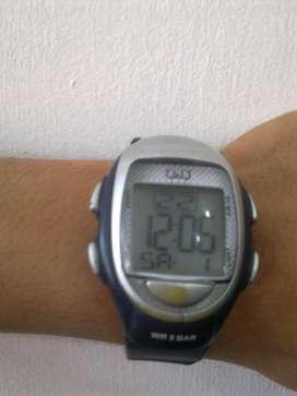 Reloj digital de mano Q and Q para hombre de segunda!